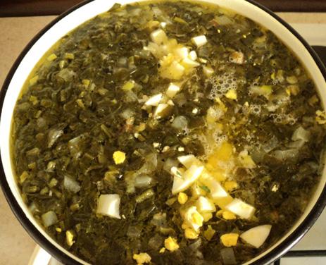 Как сварить зеленый борщ с щавелем и яйцом рецепт