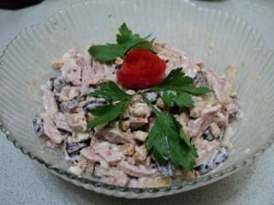 Салат с сухариками. Рецепт Анны Чумаевой (Хлыбовой)