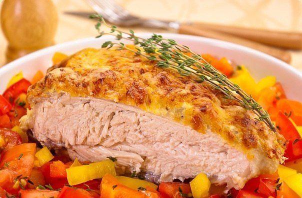 Куриная грудка под сметанно-чесночным соусом. Рецепт из альбома Татьяны Никитиной
