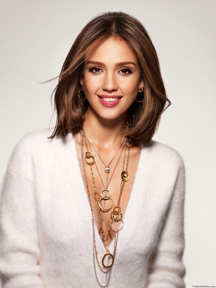 Стрижки знаменитостей на средние волосы: Джесика Альба