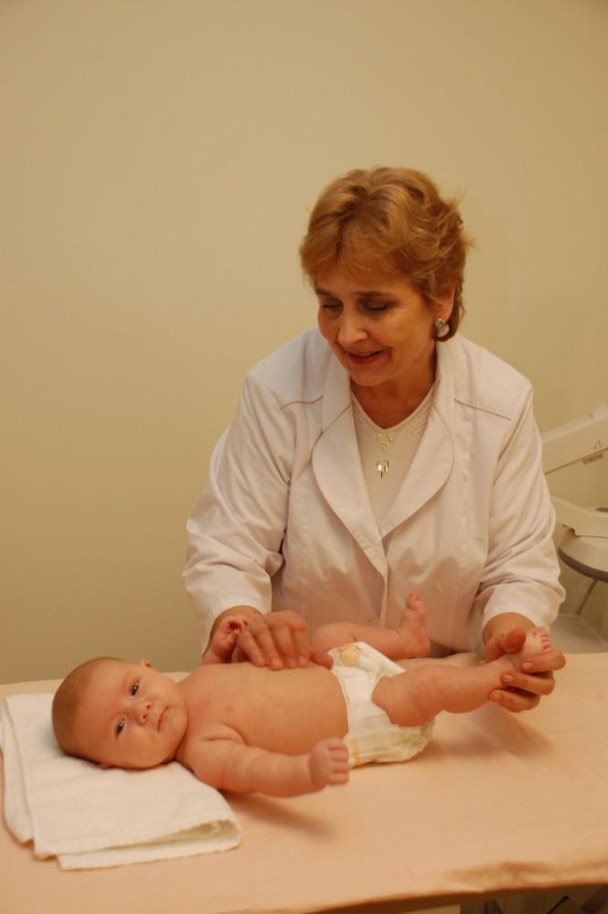 Ребенок в 9 месяцев не сидит — повод для беспокойства