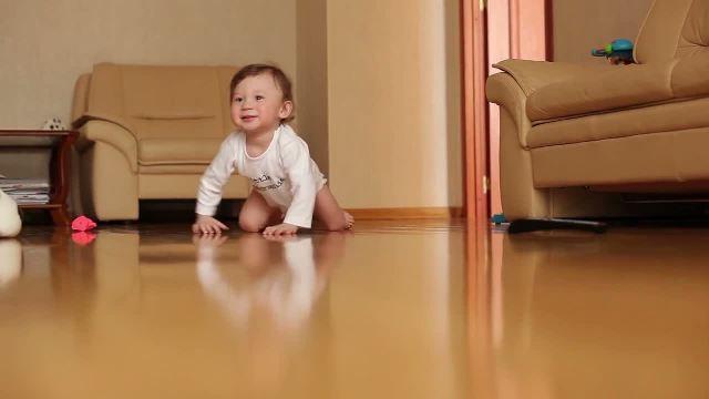 почему ребенок 9 месяцев не ползает